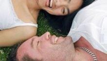 Man die een succesvolle eerste date heeft met een vrouw .