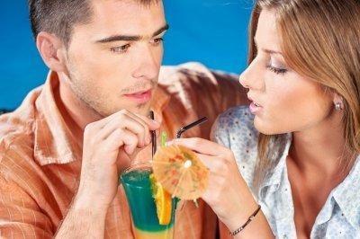 Man die een tweede date heeft gekregen met een mooie vrouw.