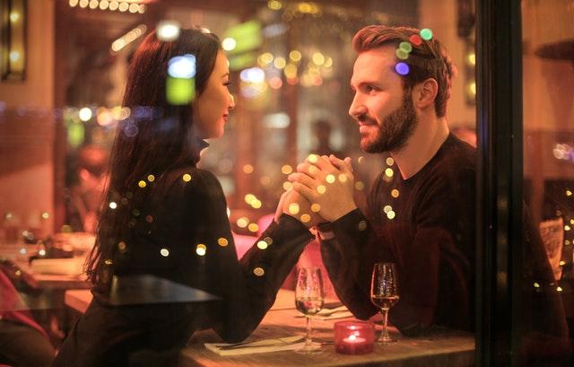 Signalen dat hij geïnteresseerd is na de eerste date